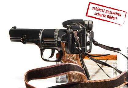 Fotoshooting Kamera als Waffe